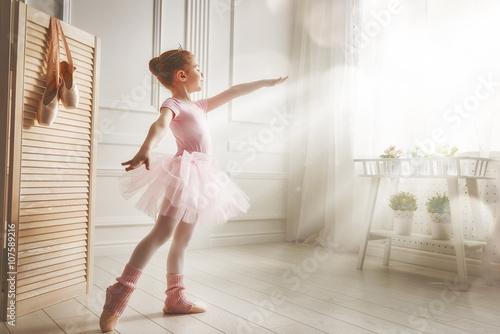 Fotografie, Obraz  Dívka v růžové tutu