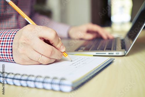 Fototapeta Close up of hands businessman who taking notes obraz na płótnie