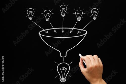 Valokuvatapetti Teamwork Light Bulbs Funnel Concept