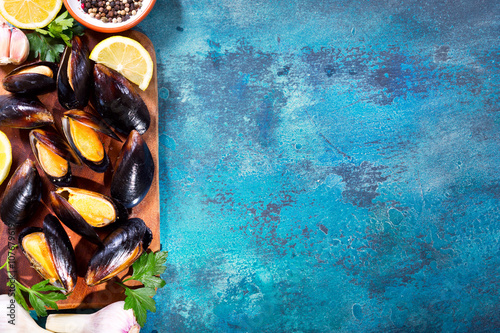 Valokuva  mussels with parsley and lemon