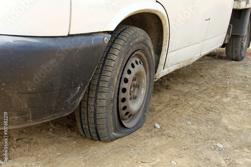 Fotomural  Punctured tires is a frequent defect