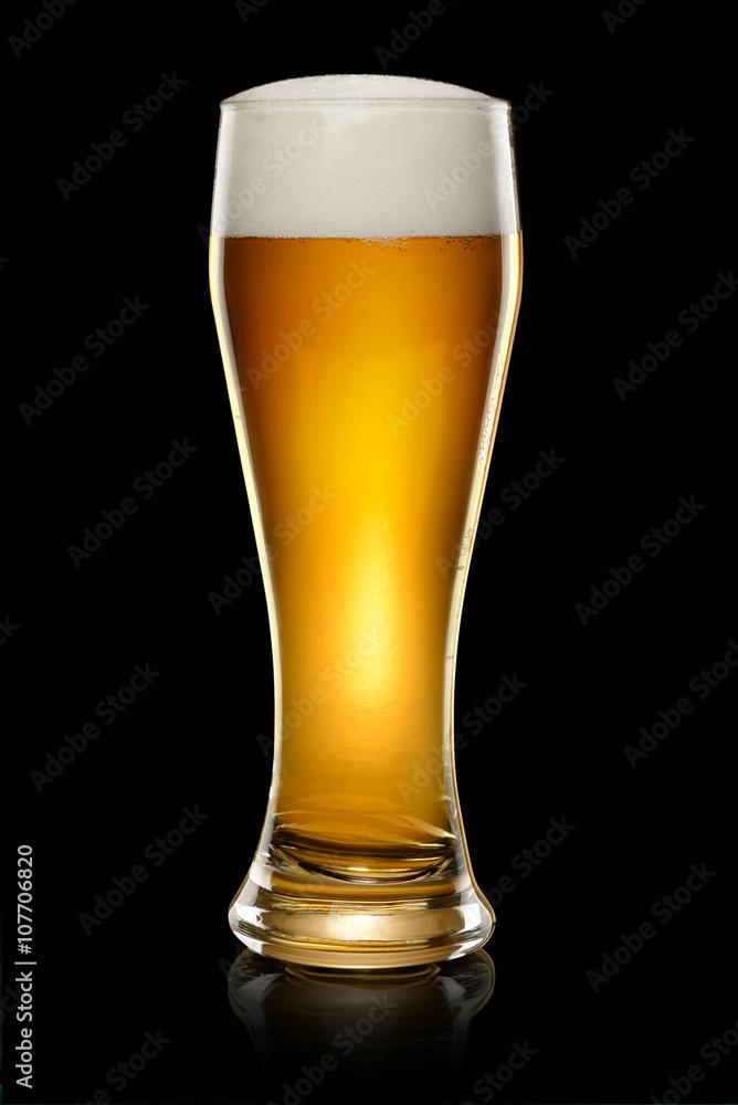 Poster  Glas Bier auf schwarz
