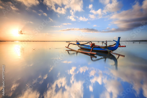 Foto op Aluminium Bali morning sun in Bali, Indonesia. Traditional fishing boats at Sanur beach
