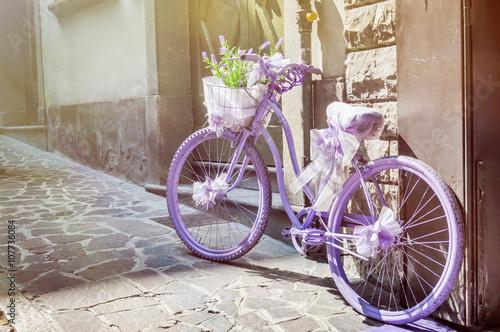 Foto op Plexiglas Purple bike with lavender bouquet in basket