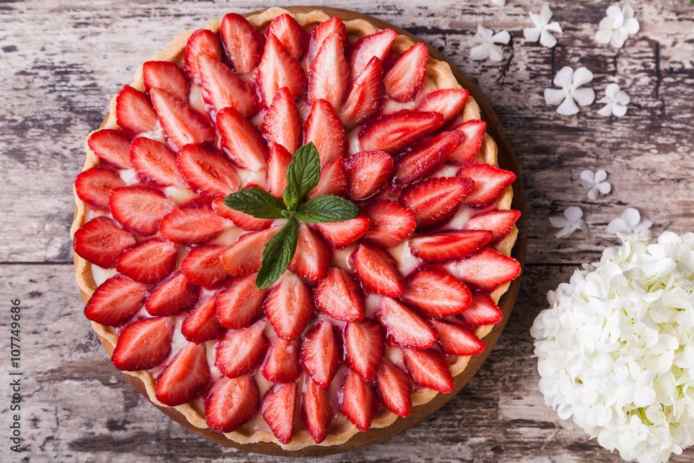 Photo  Tart with strawberries