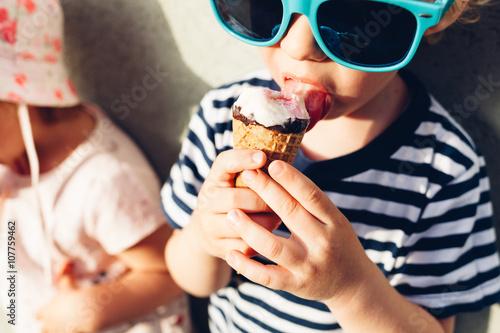 Fotografie, Obraz  Girl and boy eating ice cream