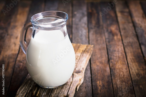 Fresh milk in the jug on the table Tapéta, Fotótapéta