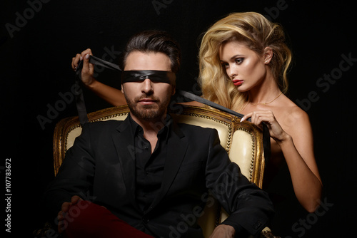 Fotografie, Obraz  Sexy Couple Love, Blindfold Man in Suit with sexy blonde woman