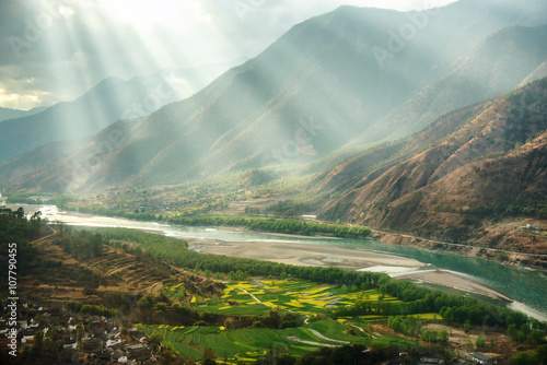 Montage in der Fensternische Fluss A famous bend of yangtze river in Yunnan Province, China, first