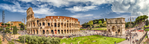 Foto op Canvas Oude gebouw Panoramic view of the Colosseum and Arch of Constantine, Rome