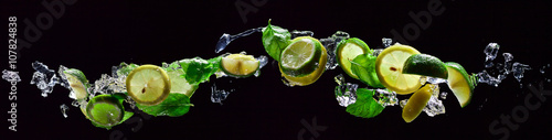 Fotografie, Obraz  lime and lemon pieces with peppermint