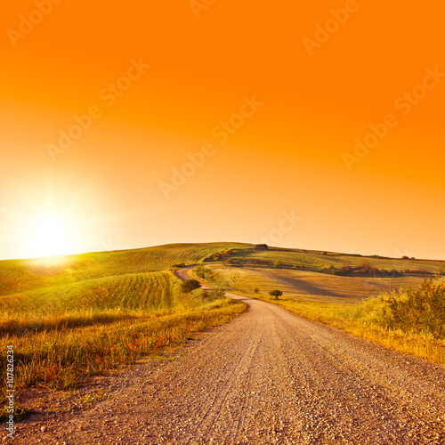 Photo sur Toile Orange eclat Tuscany wheat field hill at sunrise