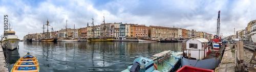 Stickers pour portes Venise Panorama du quai de la marine à Sète, Languedoc en France