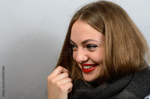 Photo  Smiling Woman in scarf, looks like angelina jolie