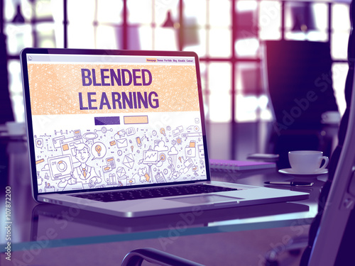 Photo  Blended Learning - Closeup Landing Page in Doodle Design Style on Laptop Screen