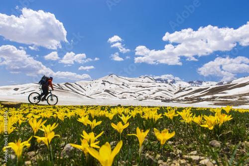 Fototapeta Sıradışı mekanlarda bisikletle keşif gezisi