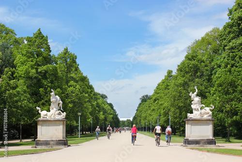 Großer Garten Dresden Hauptallee Mit Skulptur Kentaurengruppe Buy