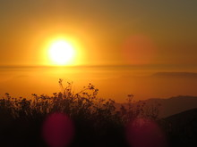 El Sol Sobre Las Nubes