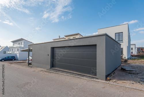 Fotografie, Obraz  Geräumige Garage in Neubaugebiet
