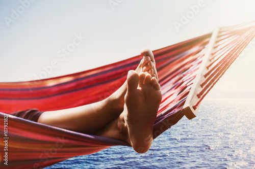Photo  Hammock above the sea, travel and active lifestyle concept