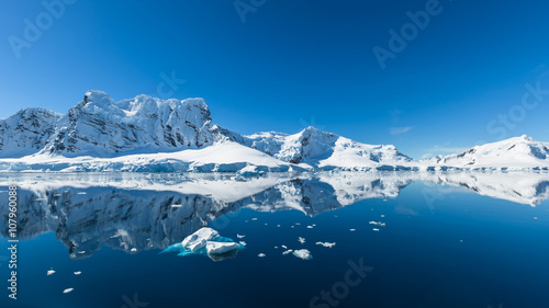 Tuinposter Antarctica Snow and ices of the Antarctic islands