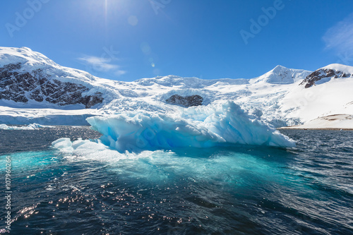 Foto auf Gartenposter Antarktika Snow and ices of the Antarctic islands