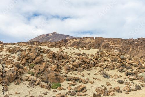 Poster Donkergrijs Облака над каменной пустыней
