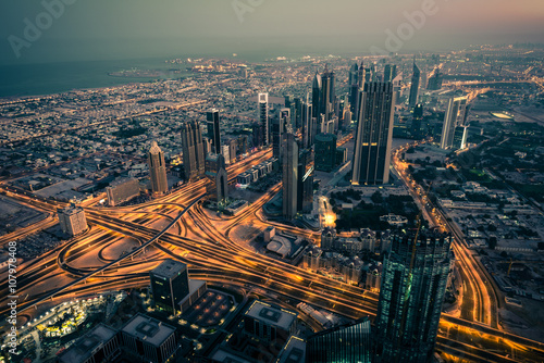 Photo  Dubai downtown night scene with city lights