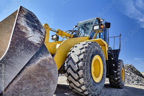 Fotografia  Heavy equipment machine wheel loader on construction jobsite