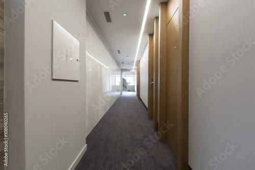 Valokuvatapetti Long corridor