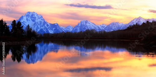 Fotobehang Natuur Grand Tetons Reflecting at Sunset Panorama