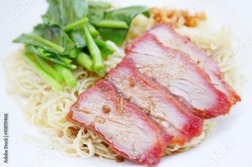 Valokuva  asian egg noodle with roasted pork