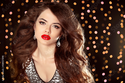 Fényképezés  Red lips makeup, Beautiful girl with long wavy hair. fashion ear