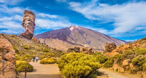 Pico del Teide with famous Roque Cinchado rock formation, Tenerife, Canary Islands, Spain