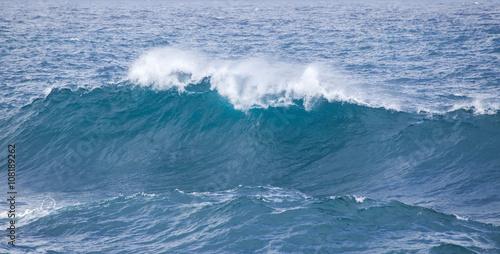 Foto auf Gartenposter Wasser breaking ocean waves