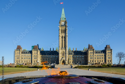 Spoed Foto op Canvas Canada Parliament building in Ottawa, Canada - Centre Block, Peace Tower and Centennial Flame