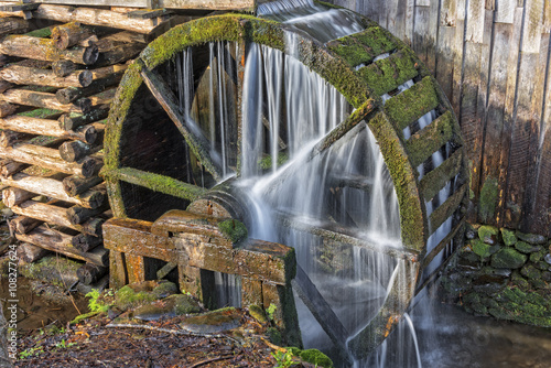 Photo sur Toile Moulins Grist Mill Water Wheel In Cades Cove