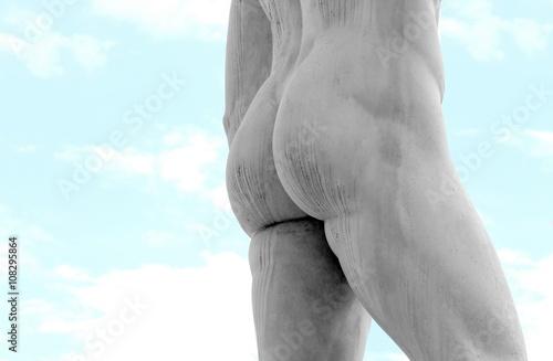 Zdjęcie XXL szczegół tylnej części marmurowego posągu z mięśniami nóg
