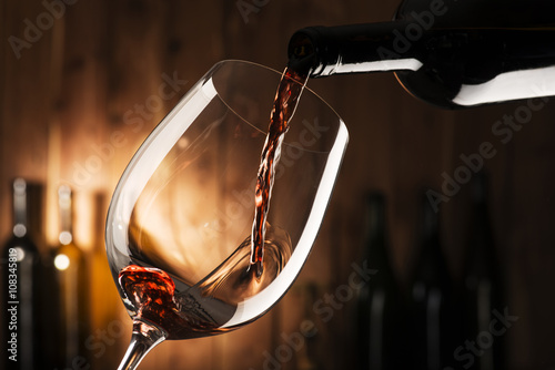 Foto op Aluminium Wijn glass with red wine