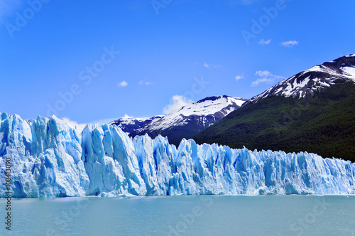 Staande foto Gletsjers The Perito Moreno Glacier is a glacier located in the Los Glaciares National Park in the Santa Cruz province, Argentina. It is one of the most important tourist attractions in the Argentine Patagonia