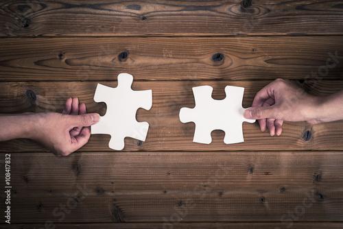 Fotografia  ジグソーパズルのピースを持っている人間の手