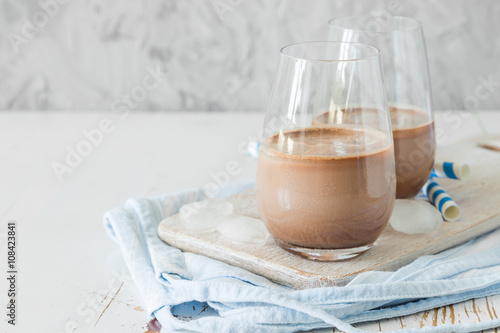 Photo sur Toile Lait, Milk-shake Chocolate milk in glasses