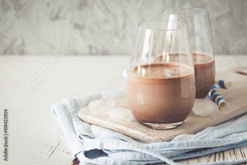 Papiers peints Lait, Milk-shake Chocolate milk in glasses