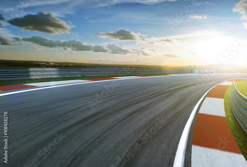 Fotomural  Motion blurred racetrack,cold mood