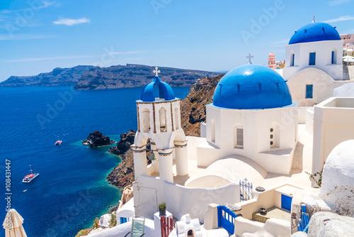 Poster Santorini Famous blue dome churches in Oia on Santorini island, Greece