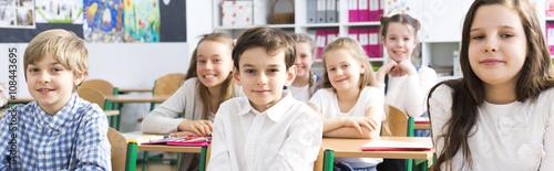 Plakat Szkoła, która sprawia, że jej uczniowie się uśmiechają