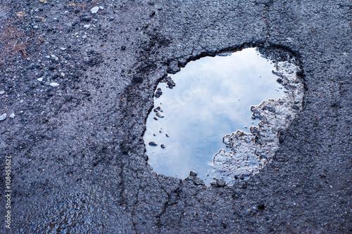 Carta da parati Large deep pothole in Montreal street