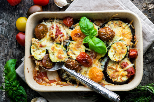 Spoed Fotobehang Klaar gerecht Eggplant,zucchini and tomato with mozzarella in Casserole