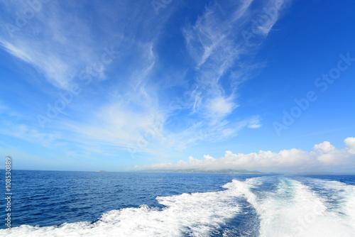 Fotografía  沖縄の青い海と航跡