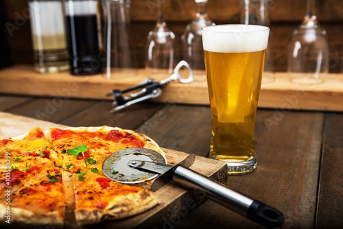 Fotografía  ビールとピザ